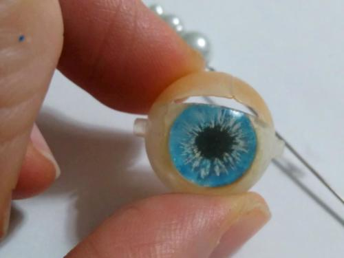 Naprawa oczu lalki (4)