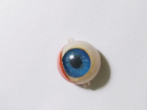Naprawa oczu lalki (5)